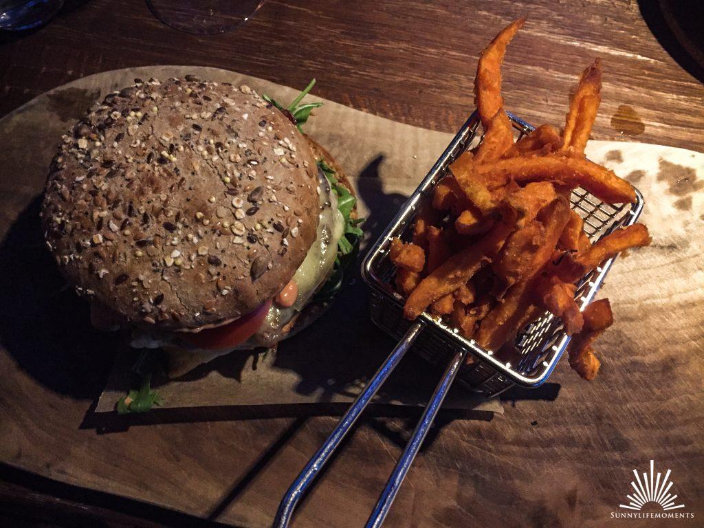 Burger im Restaurant Fischer am Ammersee