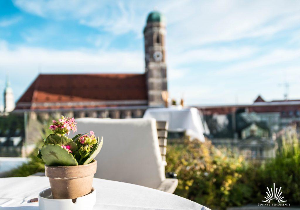 Ausblick auf die Frauenkirche vom Hotel Bayerischer Hof