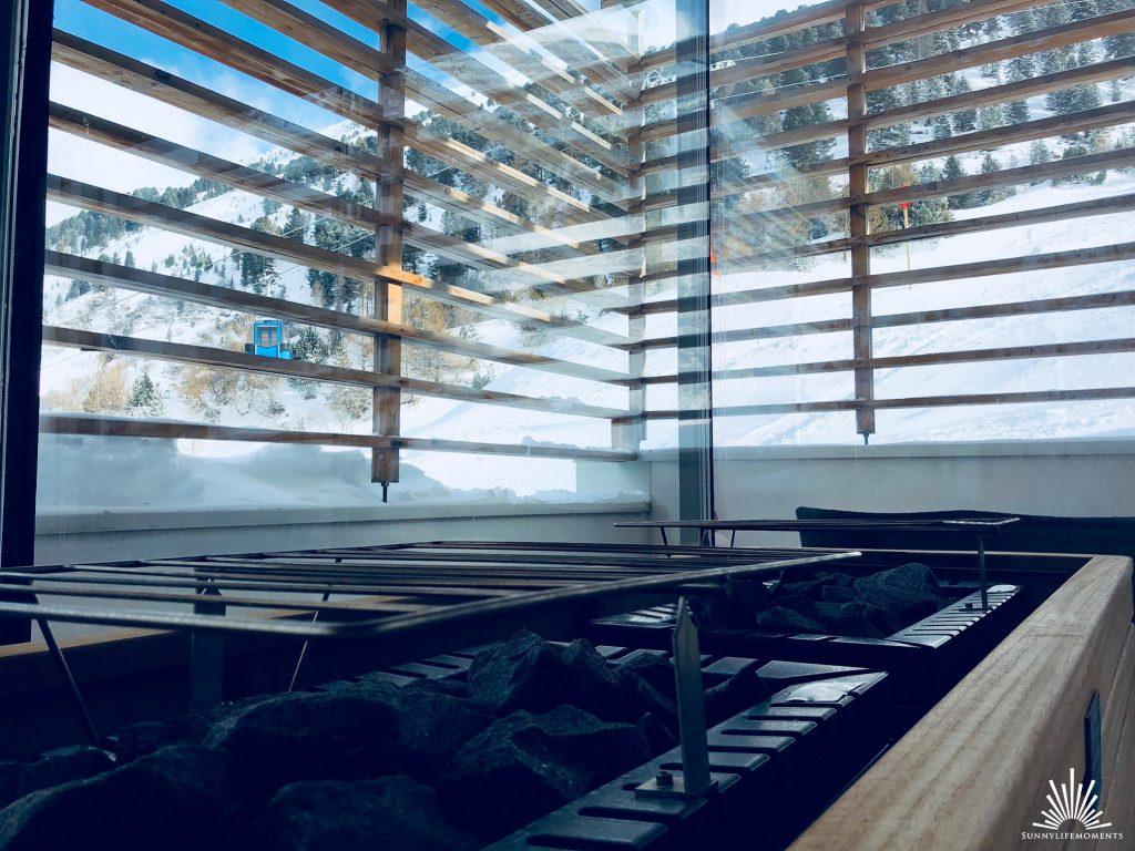 Wellnessbereich mit Panorama Sauna