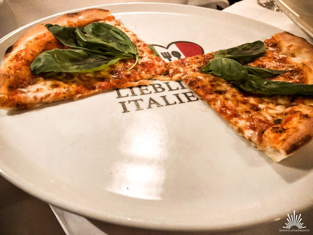Pizza im Restaurant Menzingers