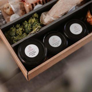 Valentine in the Box 💝 Danke an @brenner_kitchen für die unglaubliche Box voller Liebe & kulinarischer Köstlichkeiten! Besonders toll ist die Regionalität der Produkte 💝 Ich freue mich jetzt riesig auf die Zubereitung, anhand der beiliegenden Anleitung 🥰🙏 #happyvalentine #essenbestellen #münchenliebe [WERBUNG]