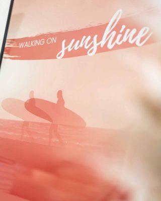 Bist du bereit für den Sunshine Lifestyle? Ich freue mich soooo sehr, dir nun endlich die Sunshine Kollektion vorzustellen 🥰 Deine tägliche Dosis Inspiration wartet auf dich 👉 Link in Bio! #sunshineupyourlife